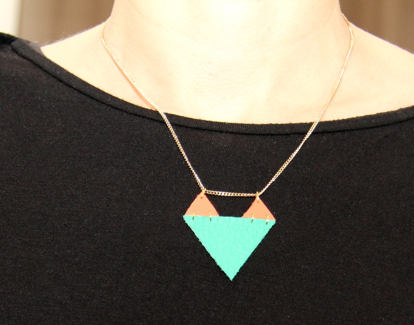 collier cuir triangles 2