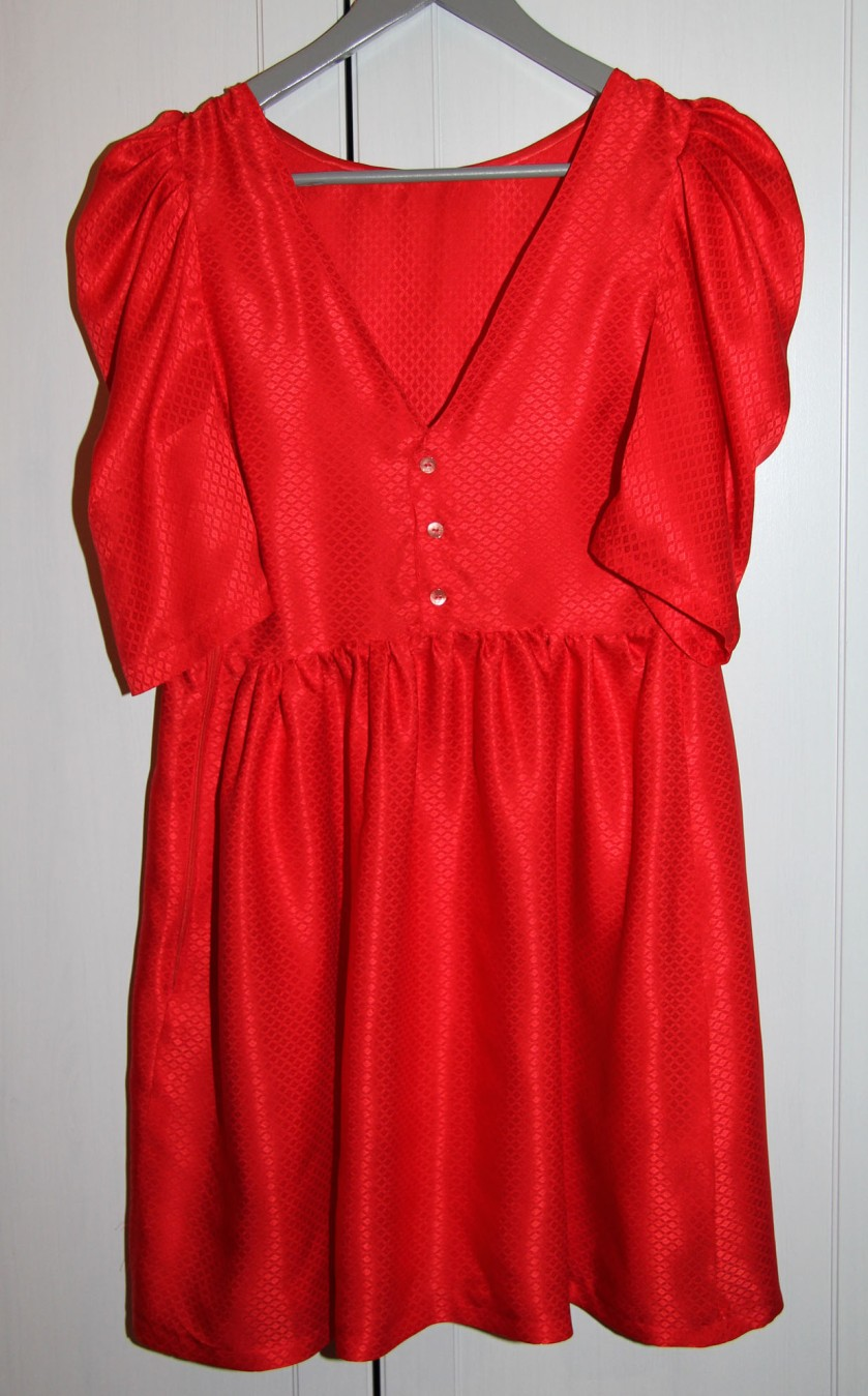 robe rouge cintre