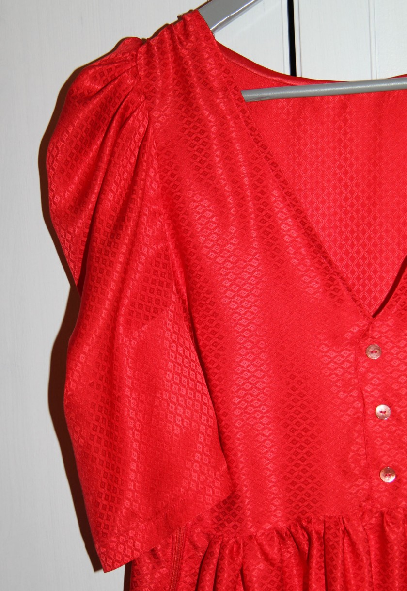 robe rouge détails